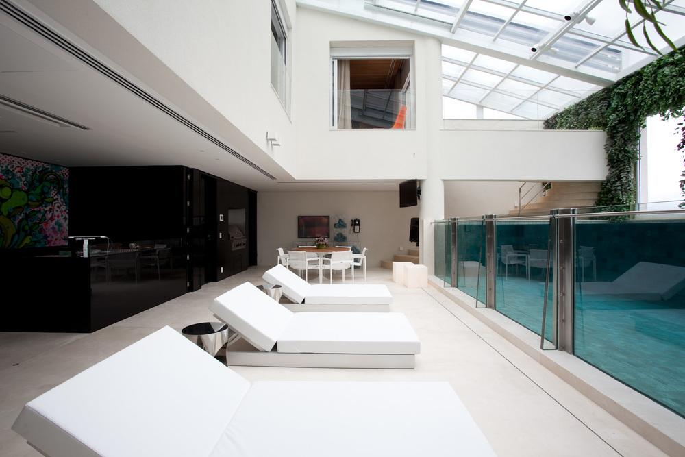 piscina-com-cobertura-de-vidro-fernanda-marques