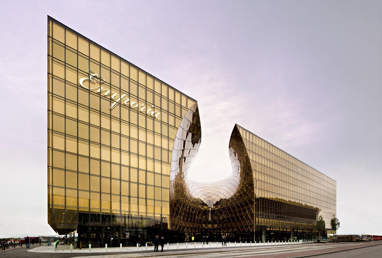 fachada-de-vidro-curvo-edificio-emporia