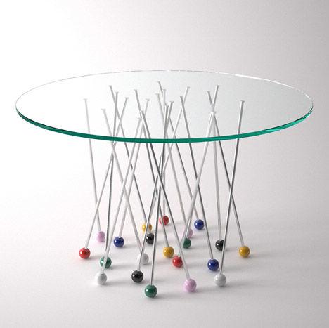 design-criativo-mesa-de-jantar-redonda-com-alfinetes-coloridos