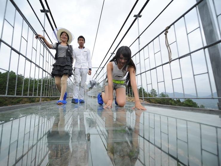 maior-ponte-suspensa-de-vidro-do-planeta