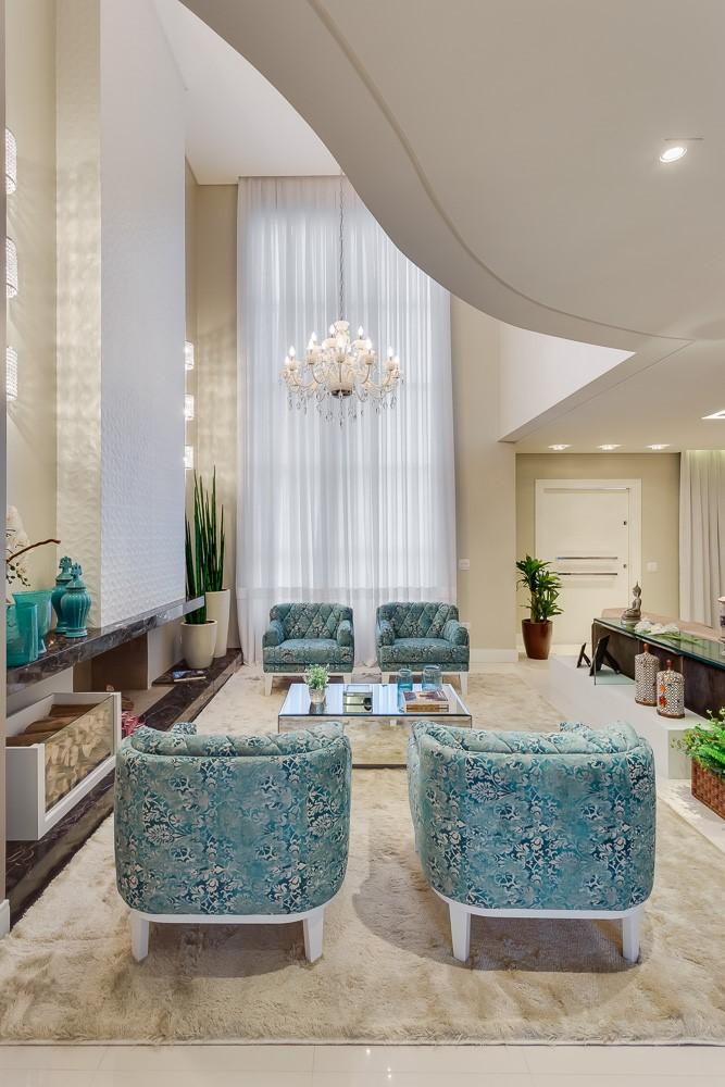 decoracao-sala-de-estar-pe-direito-duplo-projeto-residencial-por-machado-weiss-arquitetura
