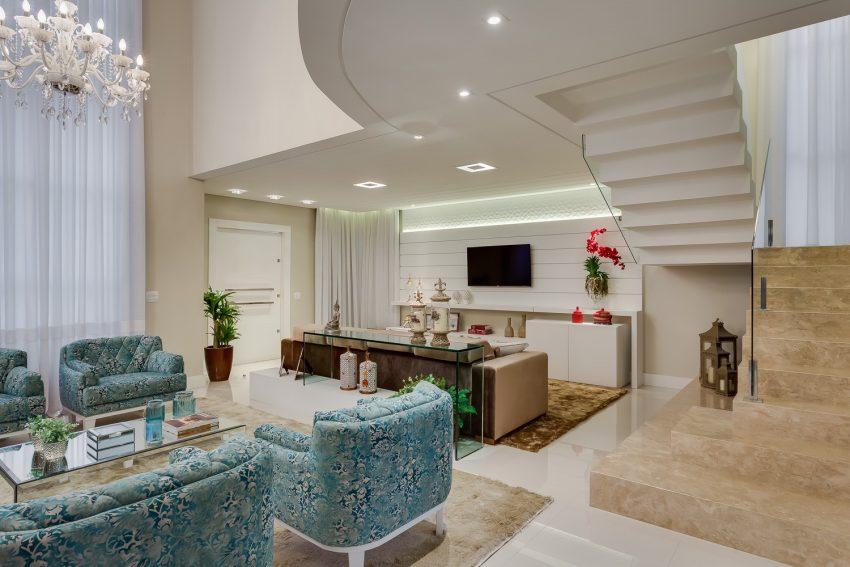 decoracao-sala-pe-direito-duplo-projeto-residencial-por-machado-weiss-arquitetura
