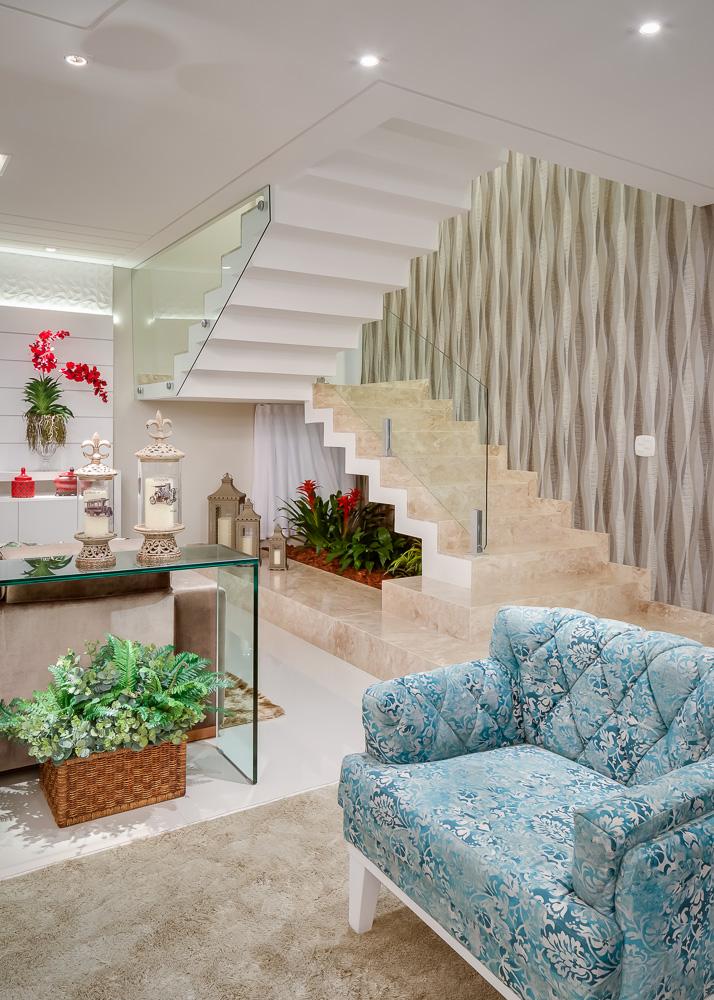 escada-em-vidro-e-marmore-travertino