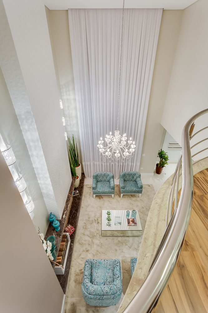 sala-pe-direito-duplo-projeto-residencial-por-machado-weiss-arquitetura