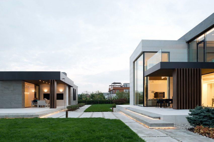 casa-com-ampla-fachada-de-vidro-pe-direito-duplo
