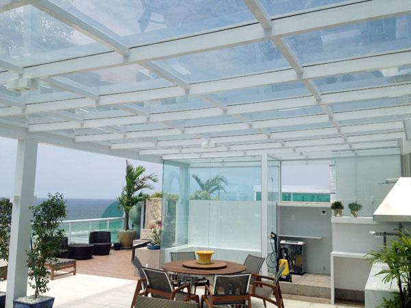 cobertura-de-vidro-e-aluminio-branco