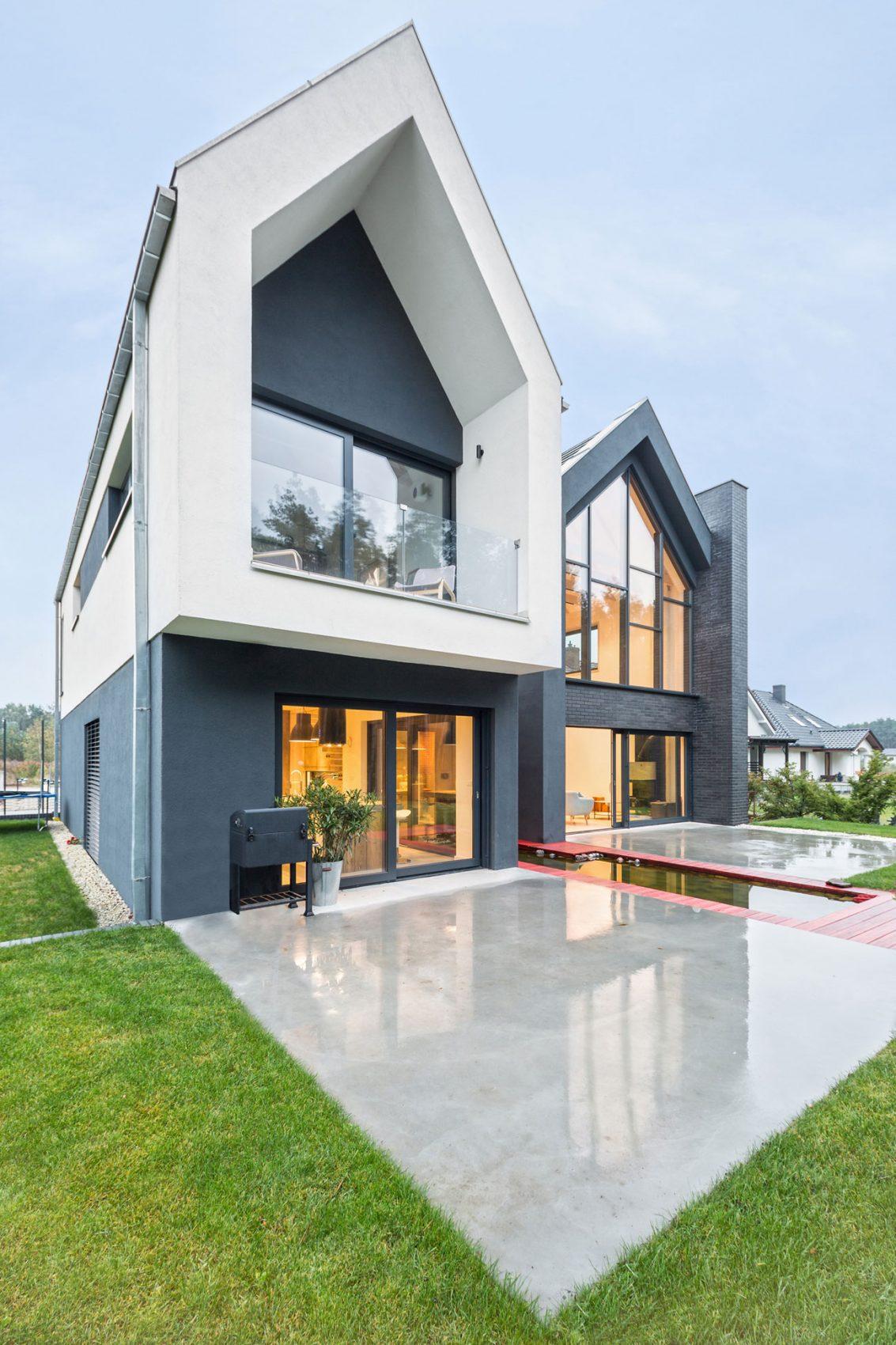 chale-com-fachada-de-vidro-projeto-residencial-em-borowiec-polonia-por-modelina