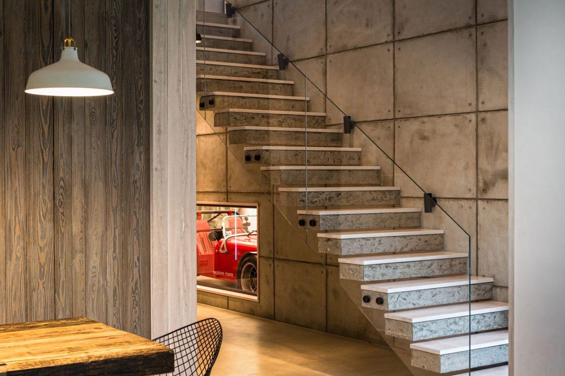 escada-em-vidro-e-madeira-projeto-residencial-em-borowiec-polonia-por-modelina