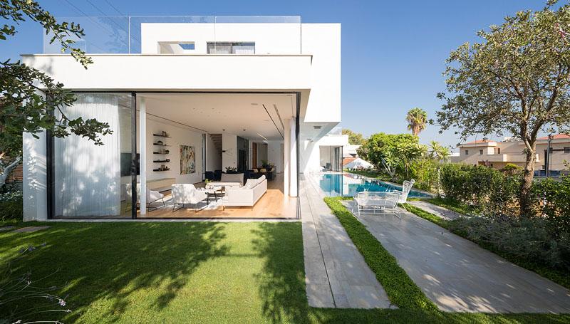 moderno-sistema-de-portas-deslizantes-casa-em-rishon-lezion-israel