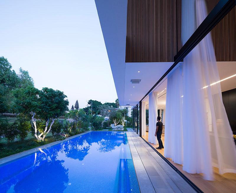 sala-integrada-ao-jardim-casa-em-rishon-lezion-israel