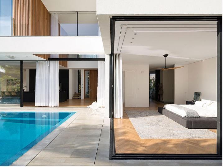 Projeto de Suíte com Envidraçamento Retrátil por Shachar-Rozenfeld Arquitetura