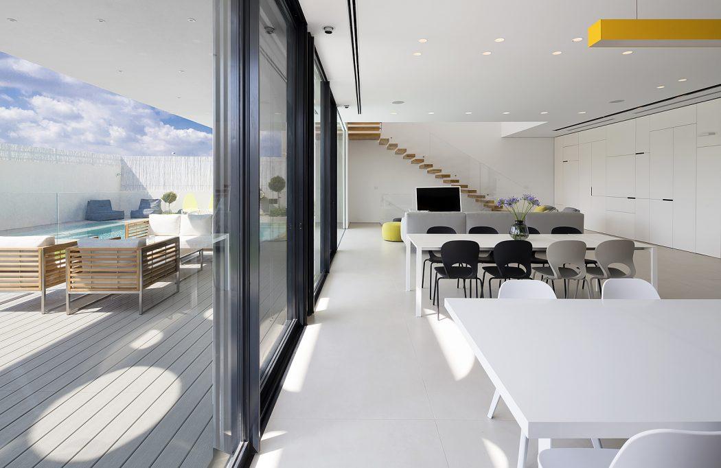 portas-esquadrias-de-aluminio-preto-residencia-em-ness-ziona-israel