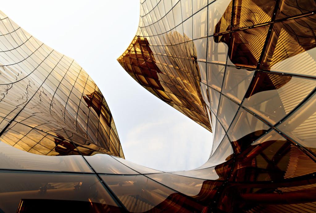 fachada-structural-glazing-em-vidro-curvo-laminado-refletivo-champanhe-de-controle-solar