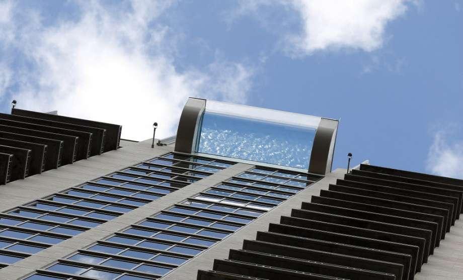 piscina-com-piso-de-vidro-market-square-tower-em-houston