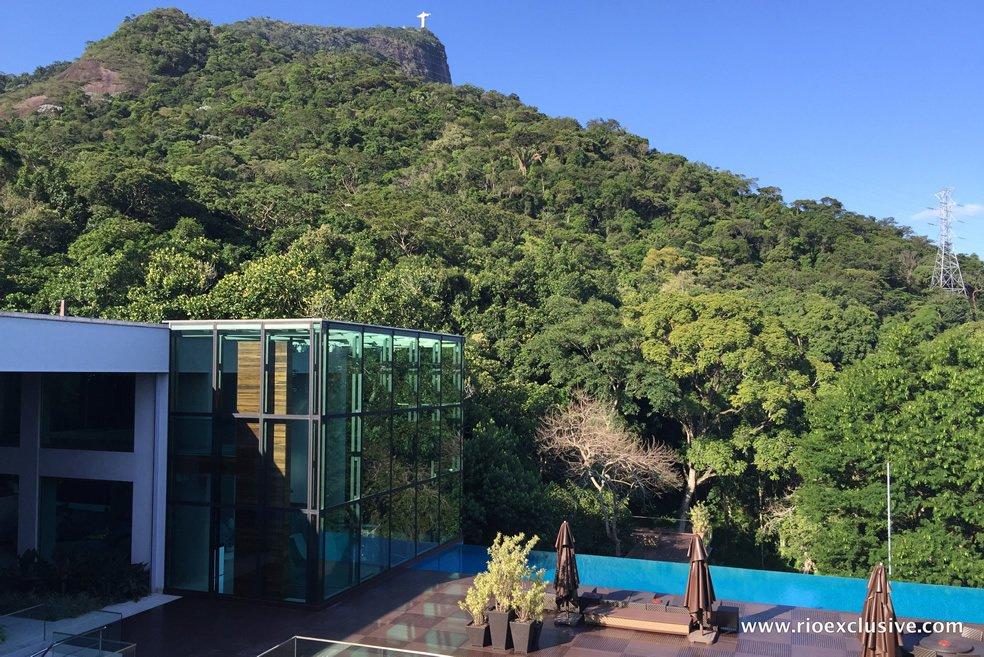 fachada-pele-de-vidro-pe-direito-8-metros-mansao-jardim-botanico-rio-de-janeiro