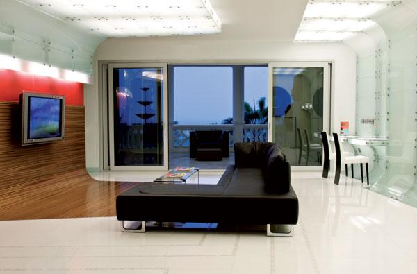 parede-revestida-de-vidro-branco-por-mo..ow-design