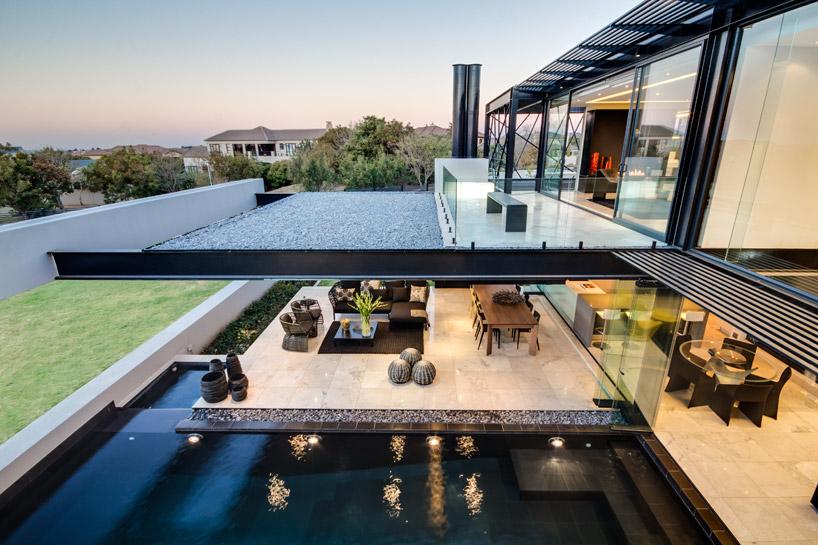arquitetura-casa-em-vidro-e-estruturas-de-aco-preto-midrand-africa-do-sul