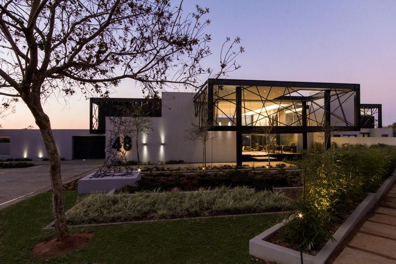 casa-em-vidro-e-estruturas-de-aco-preto-midrand-africa-do-sul
