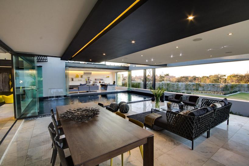 decoracao-lago-carpas-casa-em-vidro-e-estruturas-de-aco-preto-midrand-africa-do-sul