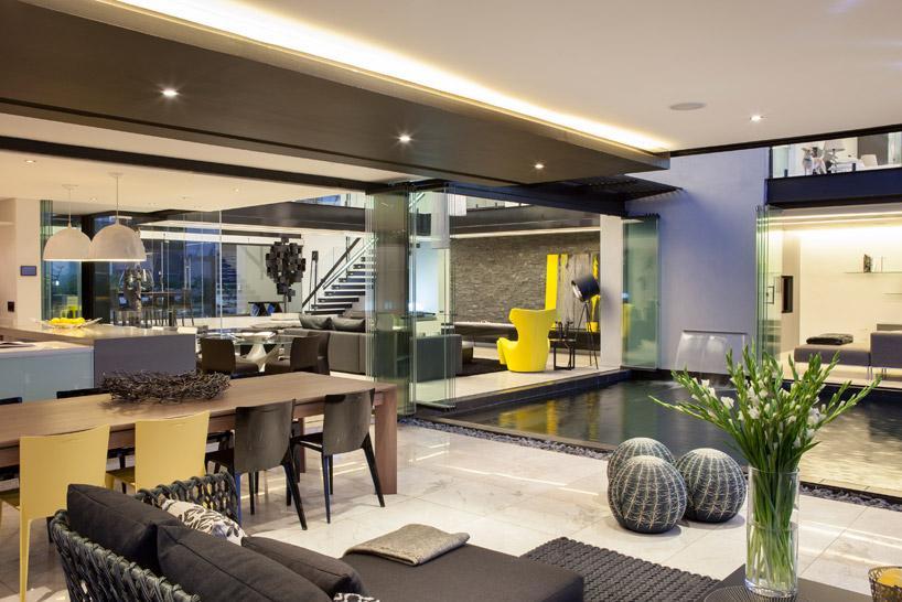 decoracao-lago-interno-casa-em-vidro-e-estruturas-de-aco-preto-midrand-africa-do-sul