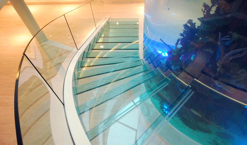 escada-com-guarda-corpo-de-embutir-em-vidro