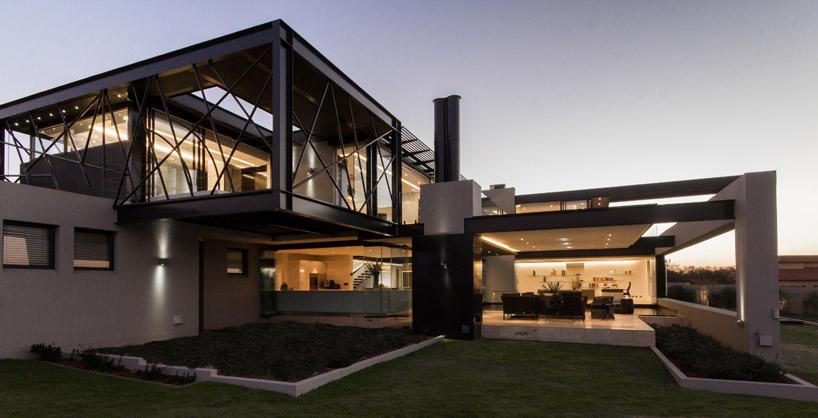 projeto-residencial-em-vidro-e-estruturas-de-aco-preto-midrand-africa-do-sul