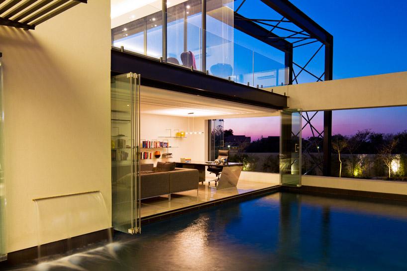 sistema-cortina-de-vidro-envidracamento-de-varanda-sem-trilho-no-piso