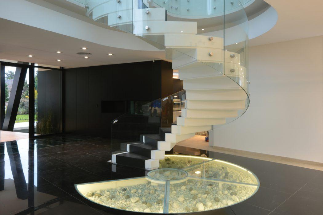 escada-de-vidro-curvo-com-bottons-de-inox
