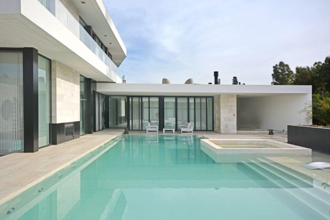 esquadrias-aco-inox-preto-casa-em-ituzaingo-buenos-aires-por-vanguarda-arquitetos