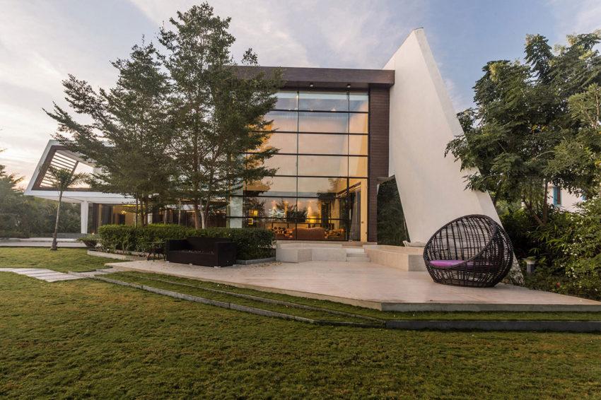 moderna-fachada-de-vidro-e-aço