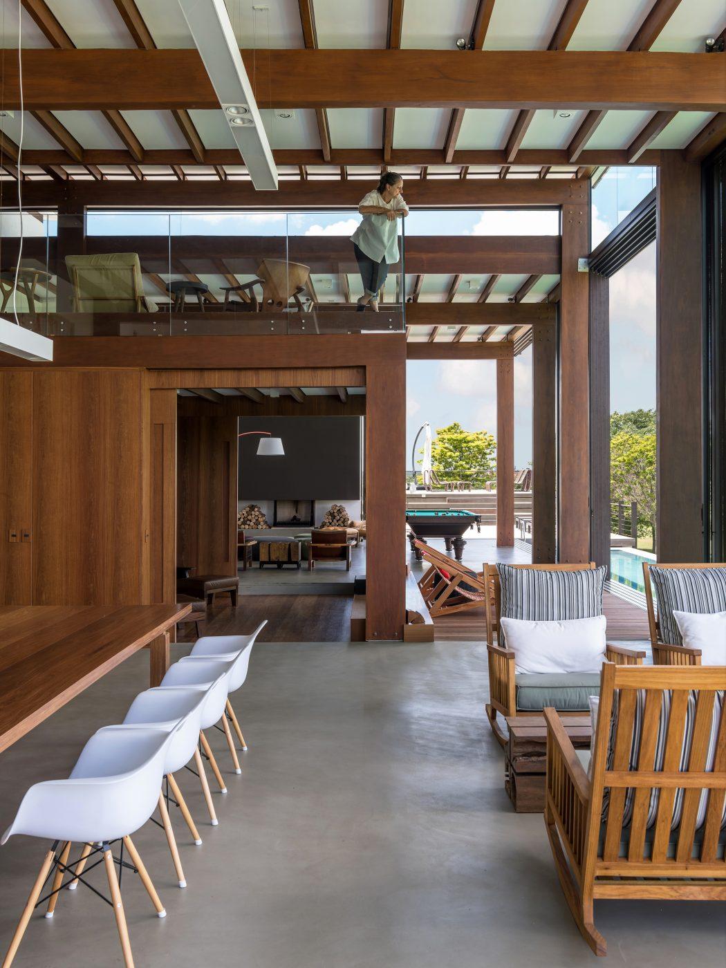 estrutura-em-madeira-de-cumaru-projeto-em-porto-feliz-sao-paulo-por-candida-tabet