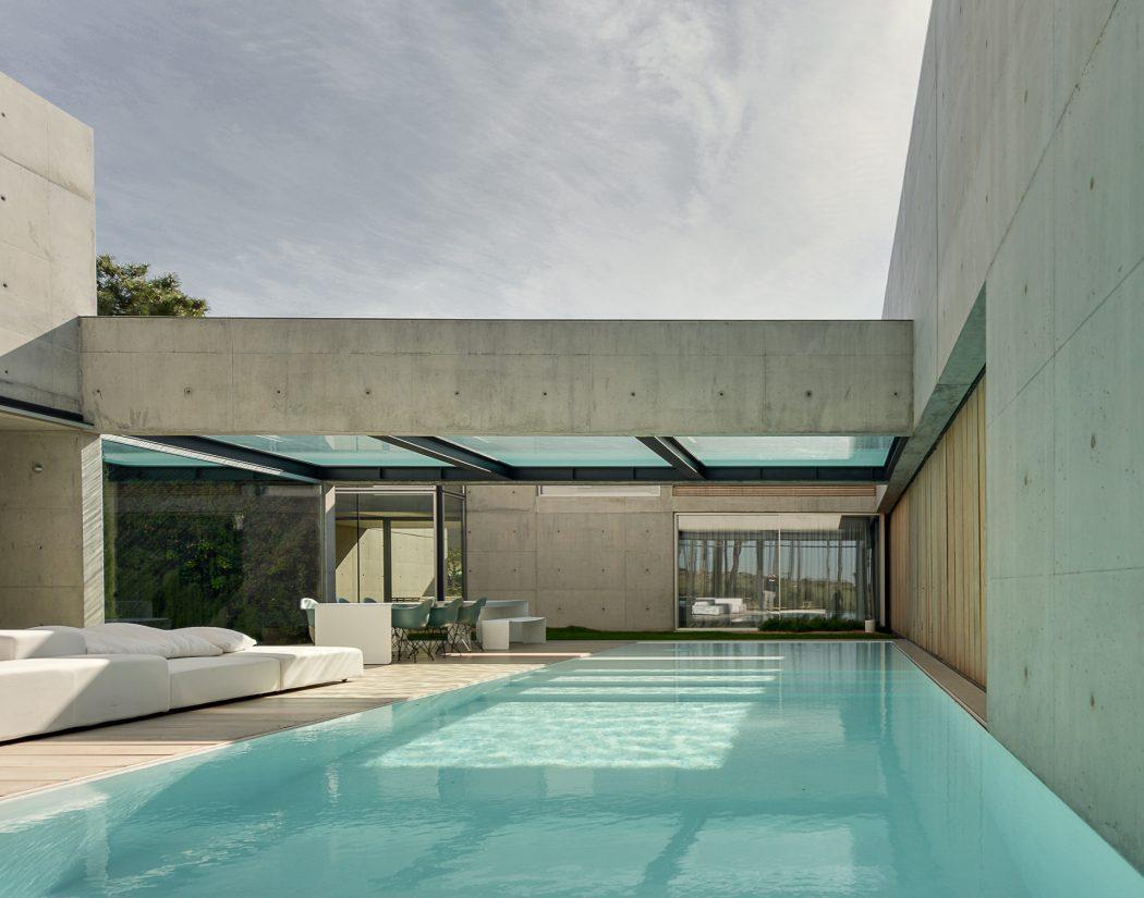 piscina-com-piso-de-vidro-laminado-temperado-eva