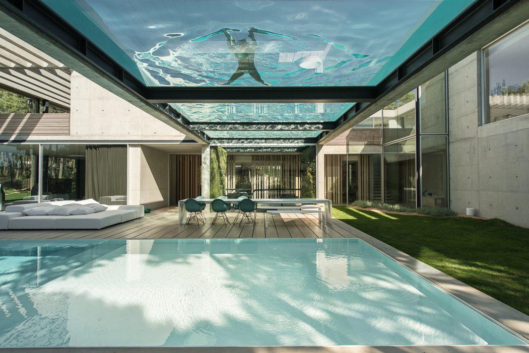 piscina-fundo-de-vidro-laminado-temperado-eva