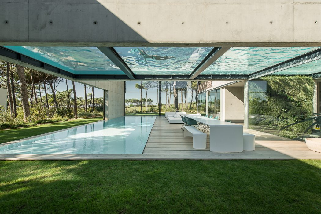 piscina-fundo-de-vidro