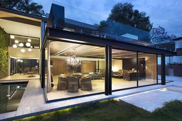 casa-com-fachada-de-vidro-estrutura-metalica-com-vigas-de-aço