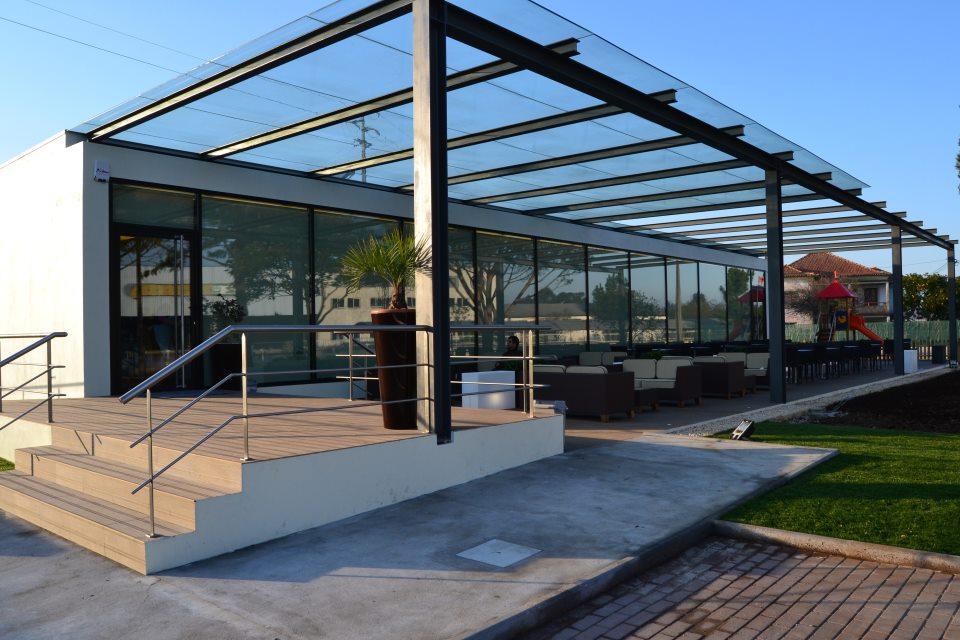 estrutura-metalica-para-cobertura-de-vidro-com-vigas-I-de-aço