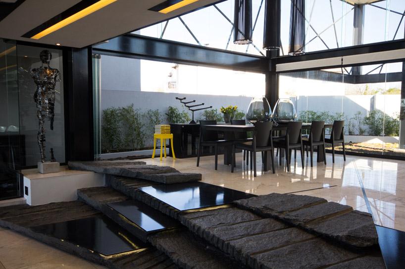 projeto-estrutura-metalica-aparente-para-fachada-de-vidro-com-vigas-I-de-aço