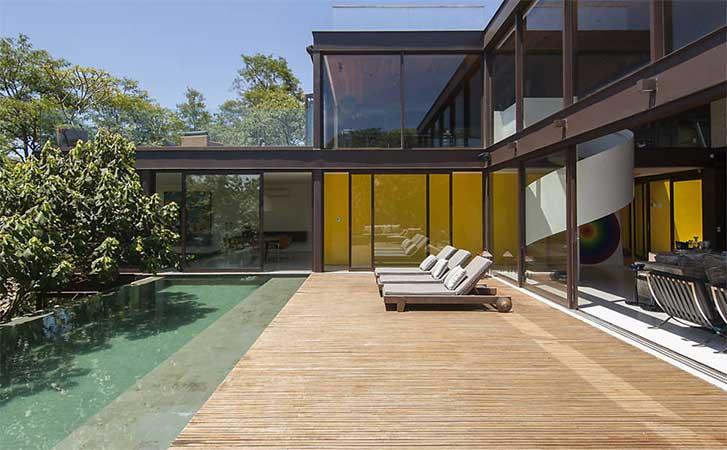 projeto-residencial-estrutura-metalica-aparente-para-fachada-de-vidro-com-vigas-I-de-aço